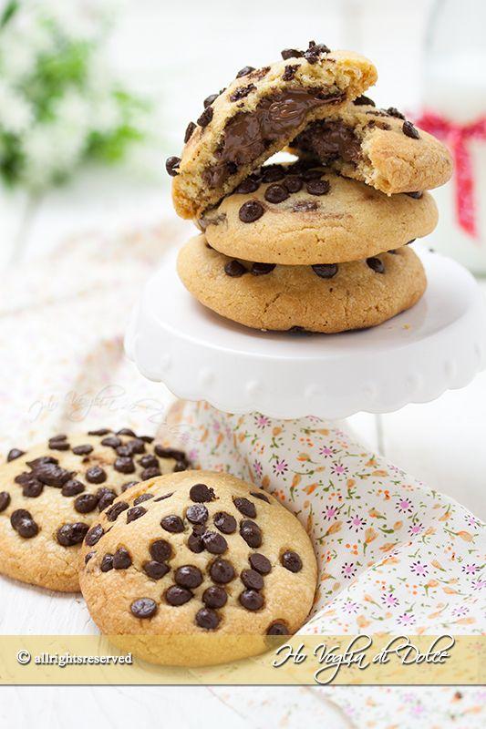Cookies ripieni alla Nutella dei dolcetti americani golosissimi con un cuore cremoso di cioccolata. Una ricetta facile, veloce da fare, piacciono a tutti