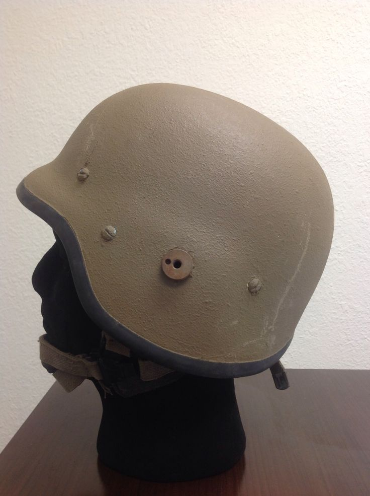 SADF M87 helmet (large face screen nut)
