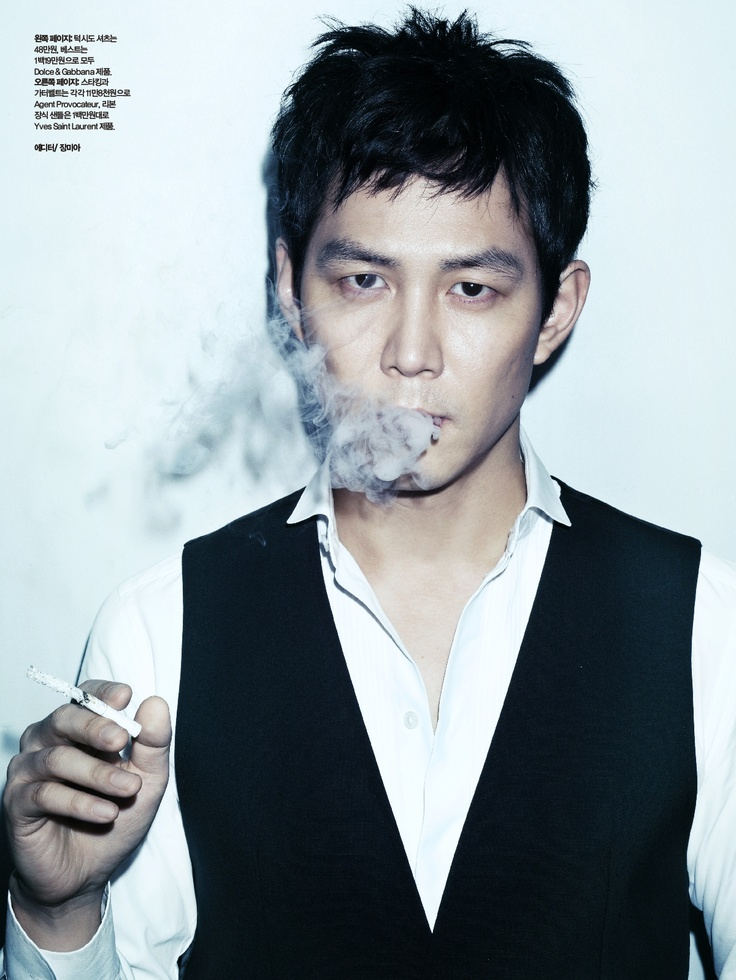 he is Lee Jung-Jae the korean actor and model , surprised me with his hot figure at 40 something :p