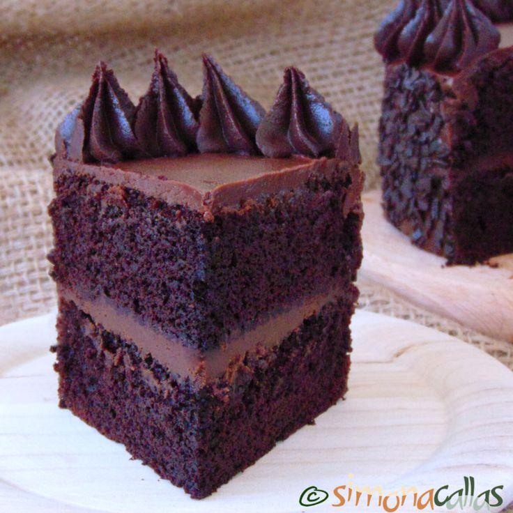 Tort de post cu ciocolata si unt de arahide