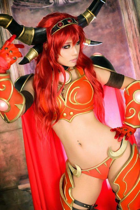 Alexstrasza cosplay (World of Warcraft)
