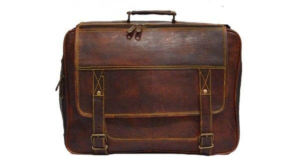 Wyjątkowo solidna torba z grubej naturalnej skóry wykonana ręcznie przez najlepszych rzemieślników. Świetny towarzysz zarówno w codziennej bieganinie, jak też krótkich wyjazdach. Torba jest wyjątkowo praktyczna, zarówno za sprawą rozmiarów, jak i funkcjonalności. Idealna do noszenia laptopa.  Torb