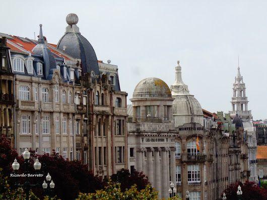 Pináculos no centro da cidade do Porto