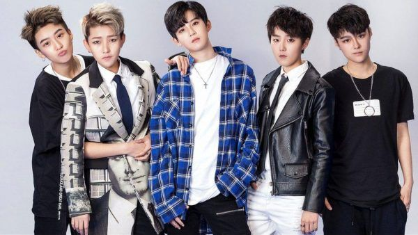 This Chinese Boy Band Is Actually Made Up of Androgynous Girls - http://www.odditycentral.com/news/this-chinese-boy-band-is-actually-made-up-of-androgynous-girls.html