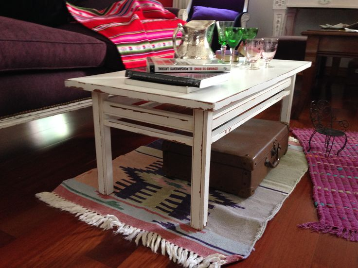 Mesa ratona vintage blanca decapada muebles de color for Pinterest muebles