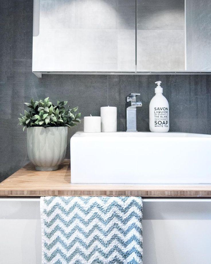 Bathroom details. - Dette er nok det vanskeligste rommet å ta bilde av, alltid dårlig fotolys. Og nå om dagen med regn og overskyet, gjør det ikke noe lettere. Savner sola jeg! - #boligpluss #interior123 #interior4all #interiorforyou #bobedre #boligplussminstil #interiørmagasinet #room123 #roomforinspo #immyandindi #bathroominspo #bathroomdetails #savondemarseille #tapwell #godmorgon