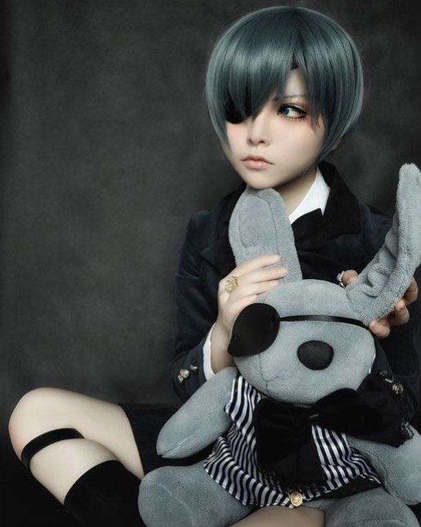 #CosplaYFridaY Amazing cosplay of Ciel Phantomhive It's so adorable!!!! Team Ciel or Team Sebastian? . . . . . . . . #anime #blackbutler #cielphantomhive #sebastianmichaelis #grell #cosplay