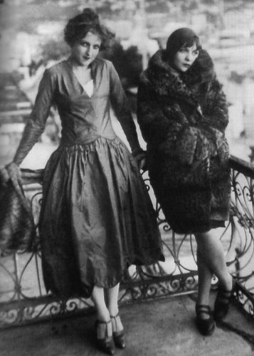 (1920s) Wow, what an extraordinary photo and dress on the left....I wonder what color and fabric it is? The lady wearing it is a combination of curious and mischievous...with a cheshire smile that is captivating and captures the 1920's....Love the dress...The drop waist is tricky to wear but this one does it justice and the lady wearing it brings it alive!