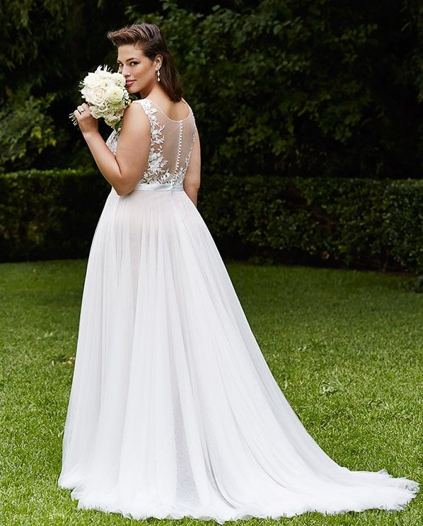 I am having a blast sharing with you a few plus size bridal collections that are exclusively or inclusively for the plus size bride to be. Whether you want dram or a sleek and sophisticated look, there are designers, brands, and retailers who cater to the plus size bride to be and I am here to help and show you as we oohhh and ahhh together over these gowns! Yesterday, it was Julietta by Mori Lee. Today? We have Wtoo Curve Plus Bridal by Watters! And darling, they do not disappoint! I mean……