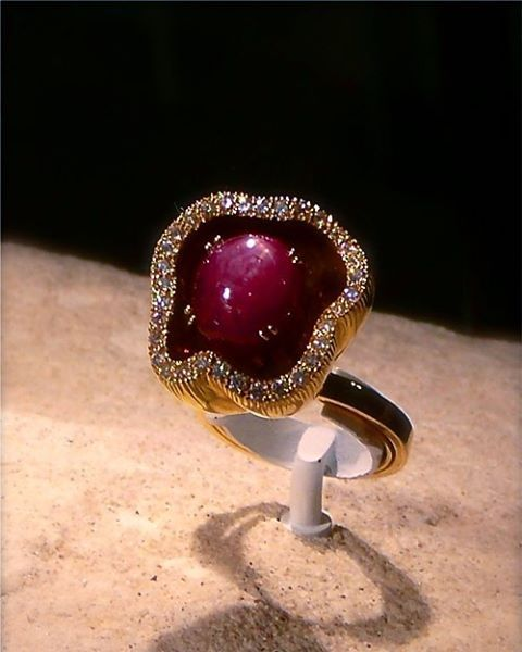 Amazing Ruby and diamond ring in gold - Pensée Tropicale ring   #mariigem