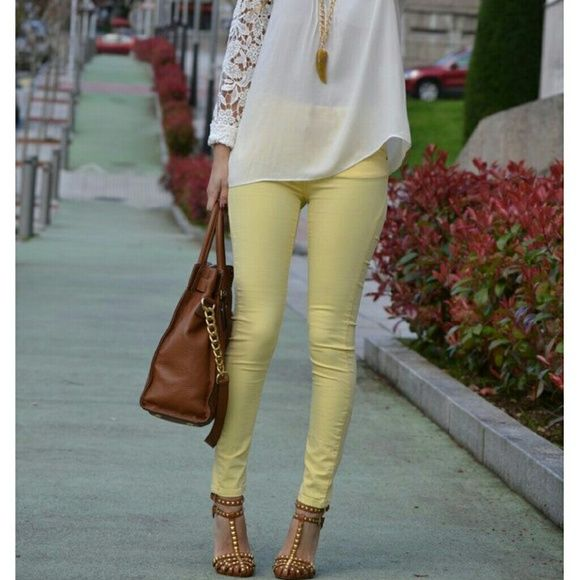 Yellow skinny jeans H&M Very soft like Jean material beautiful yellow skinny jeans.  Like new size 4.  Great for this spring and summer H&M Jeans Skinny