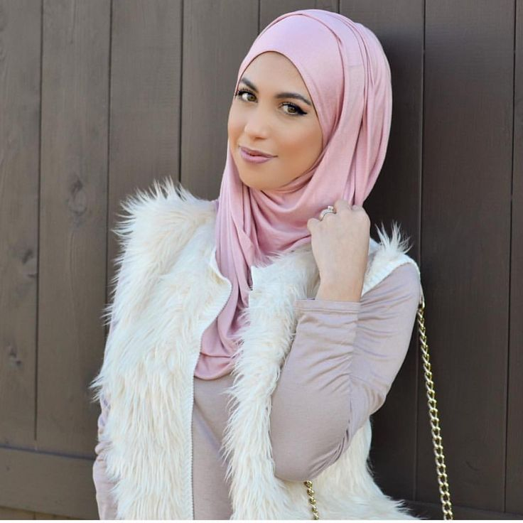 """Unique Hijabs on Instagram: """"Our rose pink jersey hijab elegantly style by @hijabsbyhanan. The shade pink goes perfectly with the white."""""""