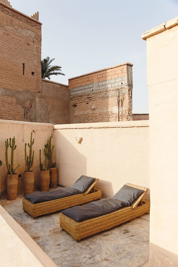 The%20loungers%20outside%20Burkowski%E2%80%99s%20riad.