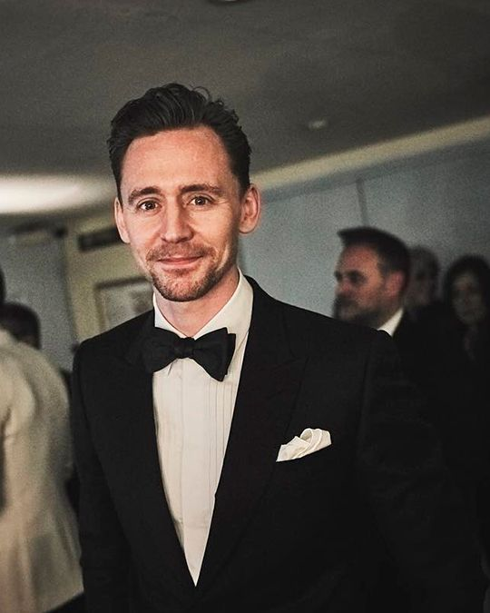 "jbirchphoto: ""Only a few more I promise..... Here's Tom Hiddleston back stage EE BAFTAs"" (https://www.instagram.com/p/BQdgtU9glAc/ ) Full size image: http://maryxglz.tumblr.com/post/157208624982/hiddlestonredalert-jbirchphoto-only-a-few-more-i"