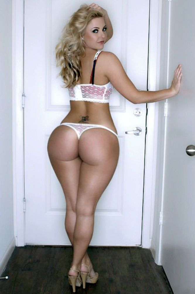 Gorgeous matures with big ass — photo 3