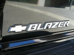 Black Chevrolet Blazer 2000