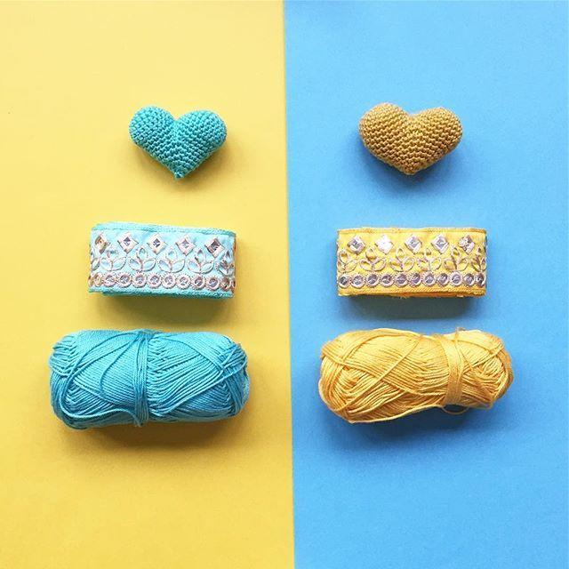 Blue or Yellow?  Playing with colors this morning. Are you enjoying a slow morning?  Azul o Amarillo?  Por aquí estamos jugando un poco con los colores. Y tú, estás disfrutando de una mañana tranquilita? . . . Lace/Pasamanería: @dos_punts  Yarn/hilo: catania de @schachenmayr . . . . . #mitxoko #mitxokocraft #mitxokohandmade #craftastherapy #nothingisordinary #colors #flatlay #colorful #colourful #yarn #yarnlove #yarnaddict #croché #crochê #crochet #ganxet #ganchillo #amigurumi #heart…