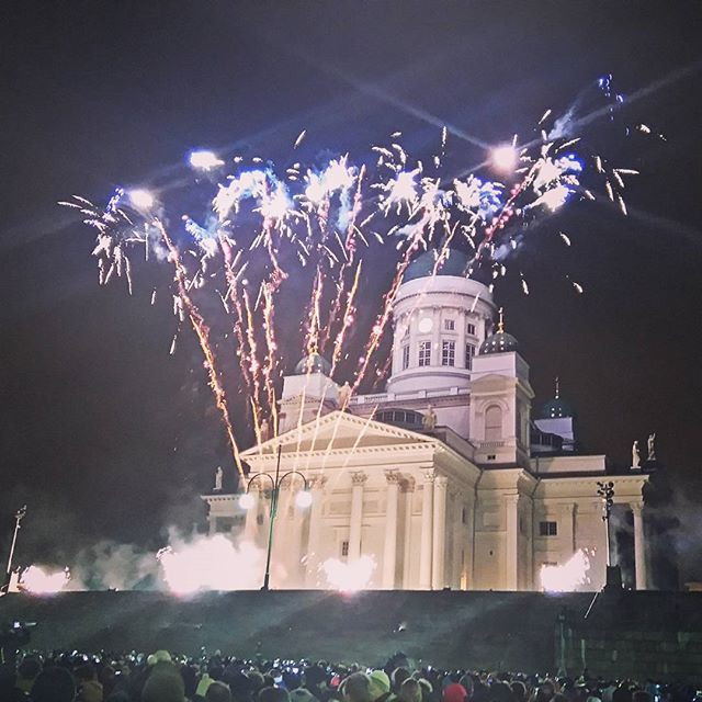 Happy New Year! regram @marivais #newyear #2016 #helsinki #finland #senaatintori #senatesquare #fireworks #2016 #2016春婚 #church #citylights #scandinavian #tuomiokirkko