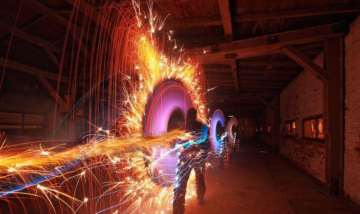 Fotografia de light painting usando fogos de artifício, luzes e fogo!