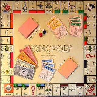 Monopoly....leren spelen van mijn nichtjes. En wat was ik blij toen ik mijn eigen spel kreeg. Volgens mij was het gespaard met zegels van het een of ander.