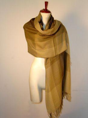 Ockerfarbener Schal aus Baby #Alpakastoff.  Eleganter Schal aus kostbarer #Babyalpaka #Wolle gewebt. Luftig leicht und extra gross