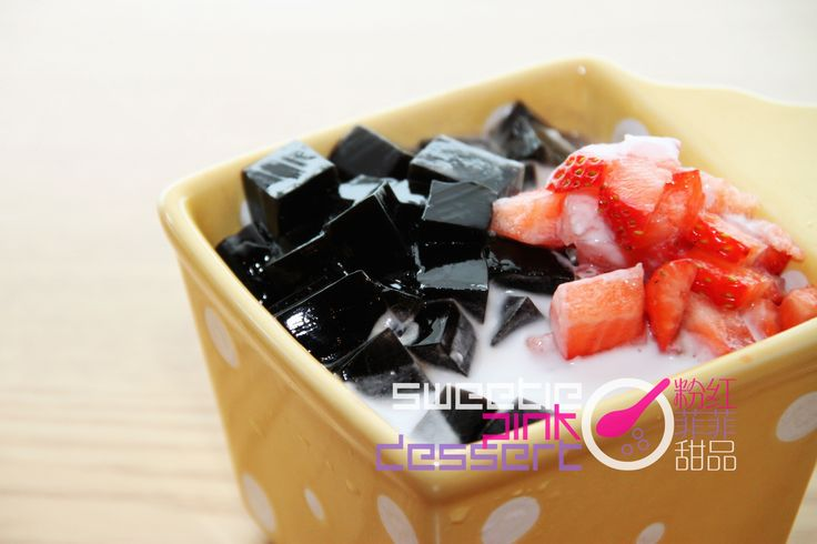 #Coconut Grass Jelly w/ #Strawberry 士多啤梨涼粉 #仙草