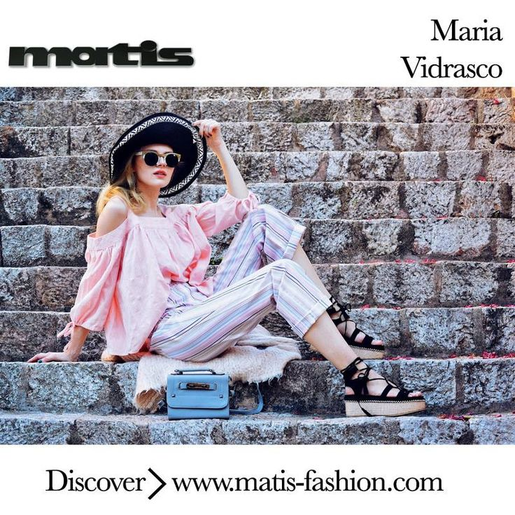 Maria Vidrasco choose pink shades for her morning outfit!