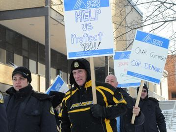 Corrections workers picket in Barrie, demand more training, raises - Central North Corrections officers are travelling the region's hazardous roads today to increase awareness about their health and safety issues at work.