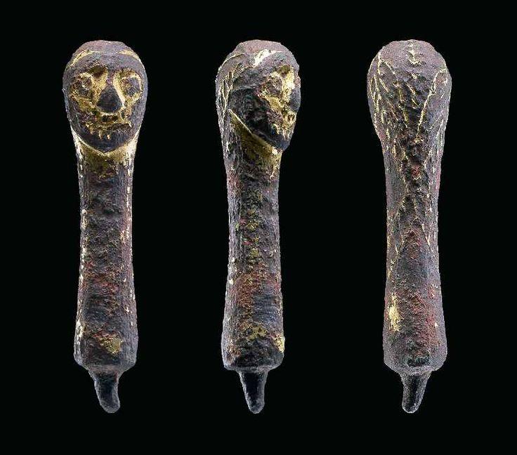 Abb. 1. Das bronzevergoldete Idolköpfchen aus Siegersleben, Ldkr. Börde, ist ein seltenes Zeugnis der altslawischen Glaubenswelt in Mitteldeutschland.