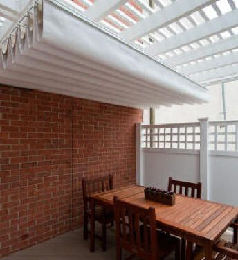retractible pergola cover-awesome idea for shade without being permanent!