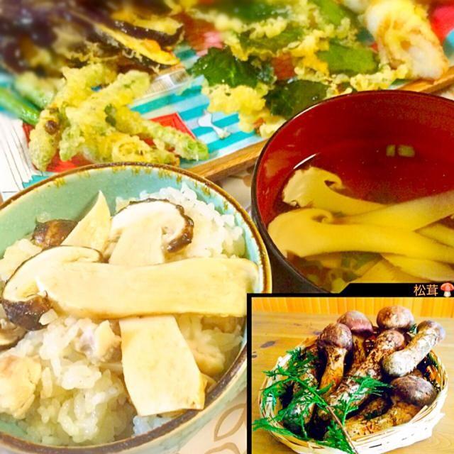 長野の母から山でとれた松茸←毒キノコみたい 送ってくれましたぁ〜 いつまでたっても親ってありがたい きっと自分で食べずに送ってくれたのかなぁぁぁ(´༎ຶོρ༎ຶོ`)  毒キノコご飯じゃなく、 松茸ご飯に松茸お吸い物松茸天ぷら☝️ - 137件のもぐもぐ - 松茸キターーー‼︎ by misawa