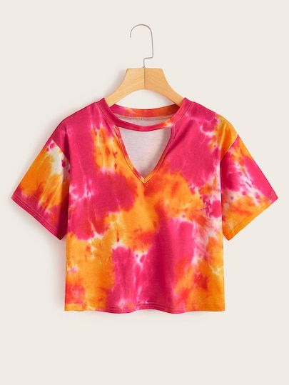 Latest Pics Shein Tie Dye V-cut Neck Tee Thoughts With this simple reservoir prime gown, I decided to utilize a black color, a dime shade, and a bord Diy Tie Dye Shirts, Dye T Shirt, Diy Shirt, Diy Tank, Tie Dye Tops, Tie Dye Outfits, Crop Top Outfits, Cute Outfits, Girls Fashion Clothes