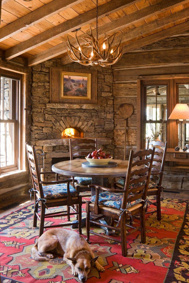 Nice fireplace in the diningroom...