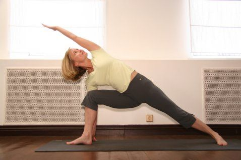 Utthita Parshvakonasana. Уттхита Паршваконасана Программа занятий для начинающих: УТРО - Программы для начинающих - Уроки йоги - YOGA.RU
