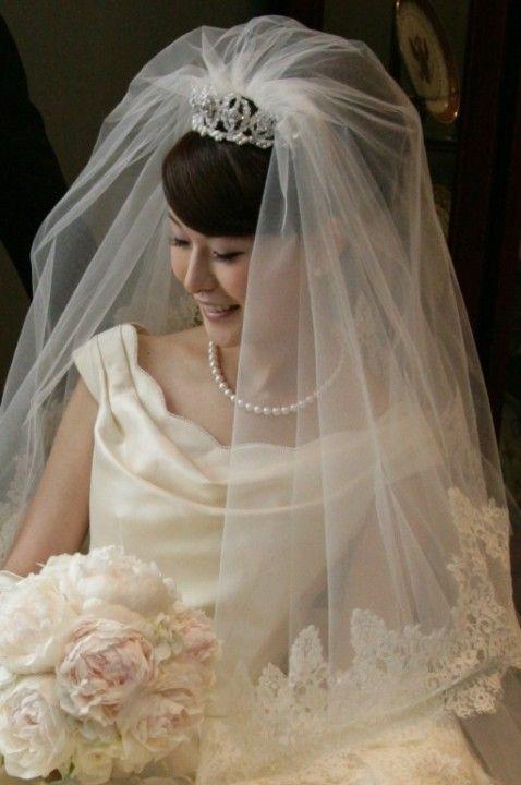 アップヘア+クラウンティアラの伝統的なスタイル♡ 結婚式でやりたいヘアとティアラの合わせ方まとめ。ウェディング・ブライダルの参考に☆