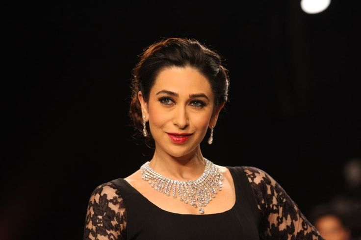 Karishma Kapoor Walk on The Ramp at IIJW 2013.