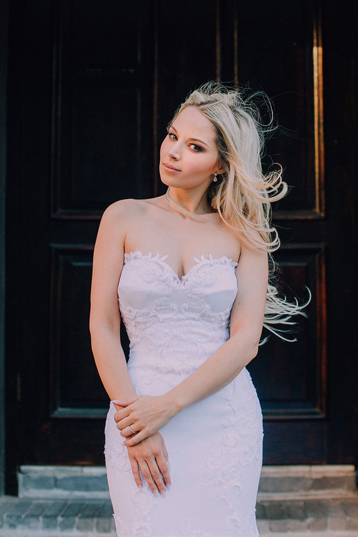 In love with this strapless Robyn Roberts gown! It's flattering, sexy and the lace detail is just beautiful and unique. A strapless wedding dress for a modern, city bride!