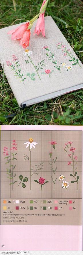 Forro para cuaderno con flores a punto cruz