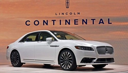 The 2017 Lincoln Continental premiered at the Detroit Auto Show. #NAIAS #Lincoln #RobbReport