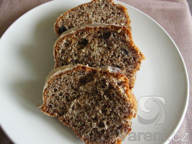 Recept Rychlá ořechová bábovka - Rychlá ořechová bábovka, kterou upéct stihnete k snídani.