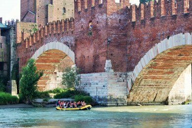 Tour of Verona on foot with boat exploration (private tour) - Tryverona
