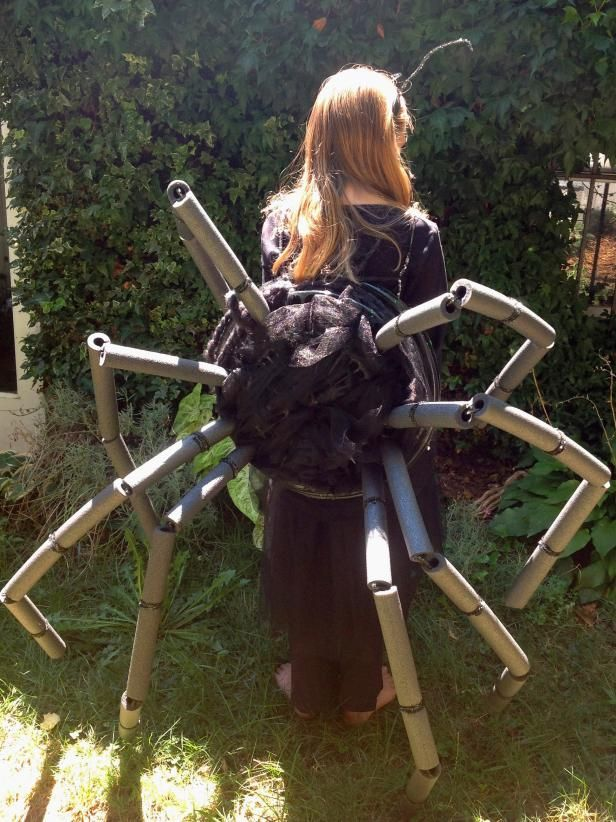 DIY Easy Spider Halloween Costume | how-tos | DIY