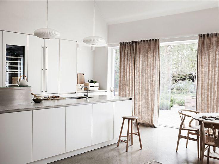 Con le case che si fanno sempre più piccole, la sala da pranzo diventa un ambiente non indispensabile. La cucina abitabile invece, sempre più spesso, conquista il favore delle famiglie e diventa il cuore della vita domestica, fatta di...