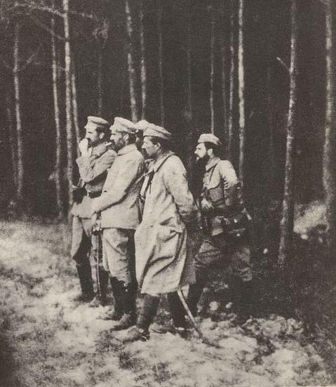 WWI; Polish officers Kazimierz Sosnkowski, Jozef Pilsudski, Leon Berbecki, Michal Rola-Żymierski observe enemy positions at Jastkow, 1915.