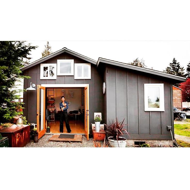 """""""After renting out her main house for income, Michelle de la Vega, an artist, turned to her 250-square-foot garage."""" Who else would convert their garage into a tiny home?  Temporary link in bio for full story!  #tinyhome #tinyhousemovement #tinyliving #tinyhouse #tinyhousenation #tinylifestyle #compactliving #smallhomes #homedecor #interiordesign #outdoorliving #containerhome #fixerupper #hgtv ------------------ : nytimes.com"""