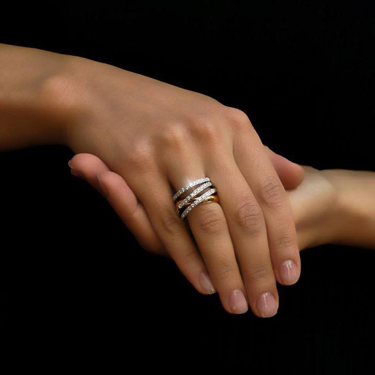 Pentru toate sentimentele aflate mai presus de cuvinte, există bijuterii care vorbesc în locul tău.Iată un inel care aparţine designerului de origine română, cel care semnează sub numele Gianni Lazzaro. Exclusiv în magazinele Sabion şi pe Sabion.ro