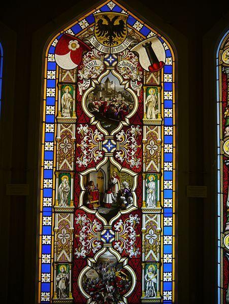 File:Oberhofen Schloss Oberhofen Innen Raum mit Glasmalereien 06.JPG