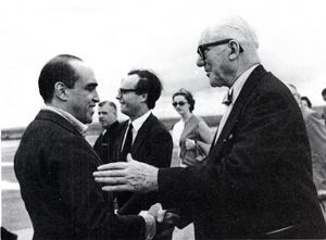 Le Corbusier congratulating Oscar Niemeyer, Brasília, 1962 (between the two men is the architect Ítalo Campofiorito)