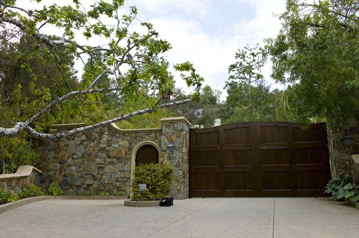 Mansion Front Gate Garage Pinterest Mansions Gates