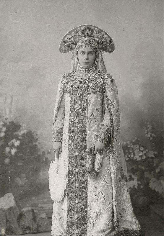Grand Duchess Xenia   http://carolathhabsburg.tumblr.com/post/144879377752/grand-duchess-xenia-alexandrovna-of-russia-at-the
